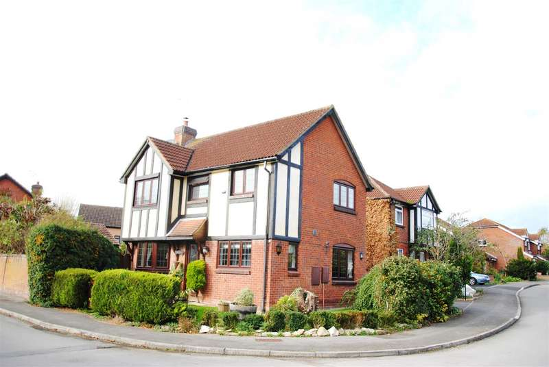4 Bedrooms Detached House for sale in Thurney Drive, Grange Park, Swindon