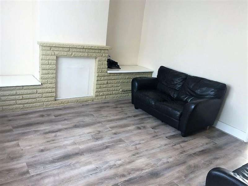 3 Bedrooms End Of Terrace House for rent in Dalton Avenue , Mitcham CR4