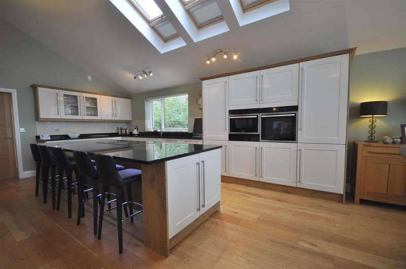 5 Bedrooms Detached House for sale in Monnington Way, Penrith