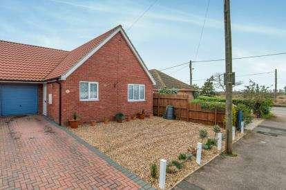 2 Bedrooms Bungalow for sale in Lakenheath, Brandon, Suffolk