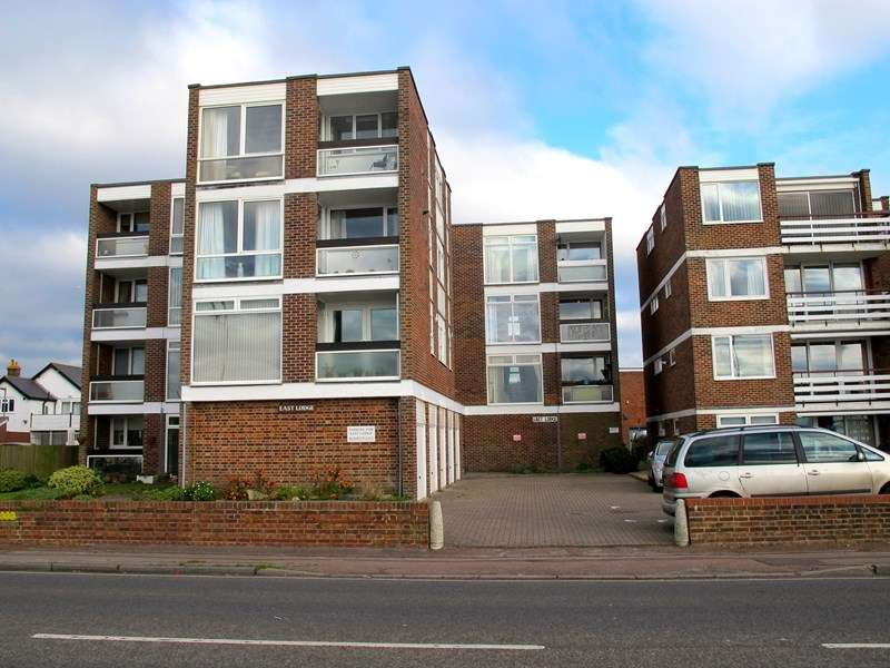 2 Bedrooms Apartment Flat for sale in East Lodge, Marine Parade East, LEE ON THE SOLENT