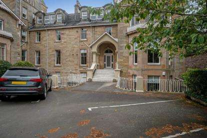 3 Bedrooms Flat for sale in Allanwater Apartments, Bridge Of Allan