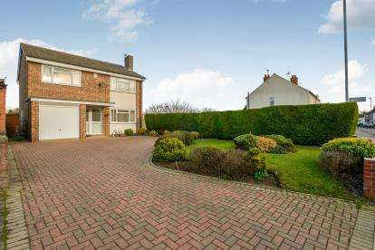 4 Bedrooms Detached House for sale in High Street, Clapham, Bedford, Bedfordshire