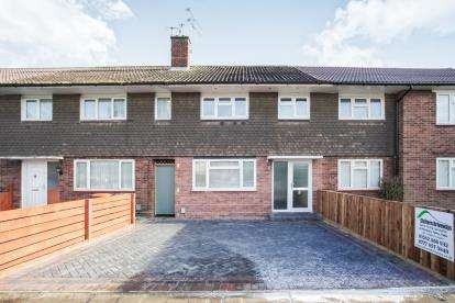 3 Bedrooms Terraced House for sale in Morcom Road, Dunstable, Bedfordshire, England