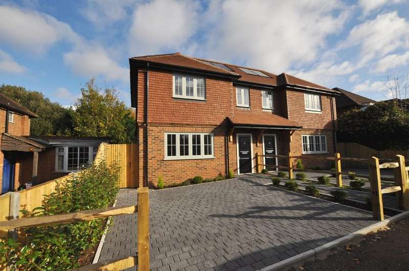 3 Bedrooms Semi Detached House for sale in Glendale Drive, Guildford