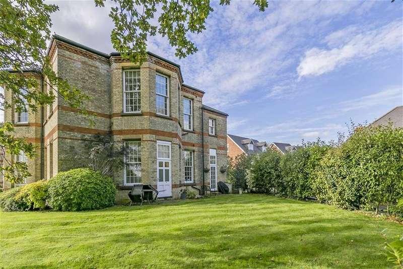 1 Bedroom Flat for sale in Horton Crescent, Epsom, Surrey