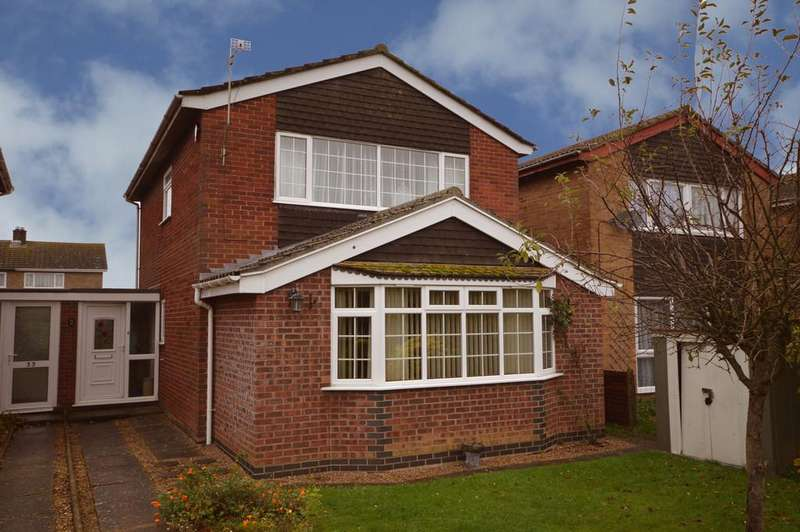 3 Bedrooms Link Detached House for sale in Norwich Road, Long Stratton
