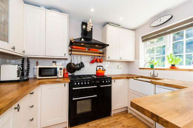 2 Bedrooms Semi Detached House for sale in Jones Corner, Ascot