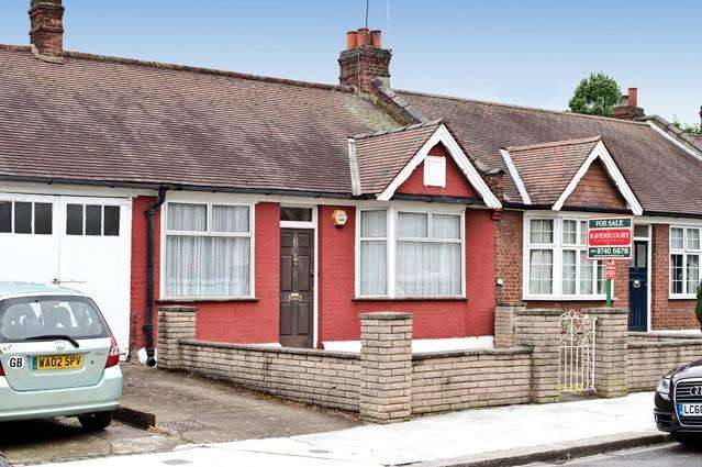 2 Bedrooms House for sale in Rylett Crescent, Hammersmith W12, Hammersmith W12
