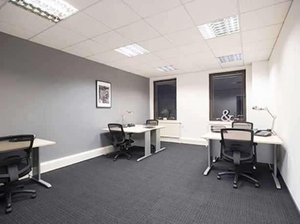 Office Commercial for rent in George Street, Edinburgh, Edinburgh