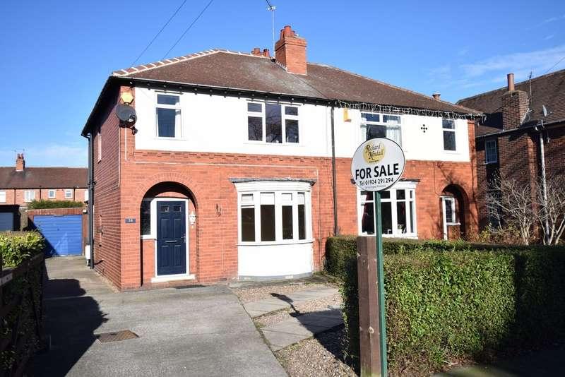 3 Bedrooms Semi Detached House for sale in Eden Avenue, Wakefield, WF2 9DJ