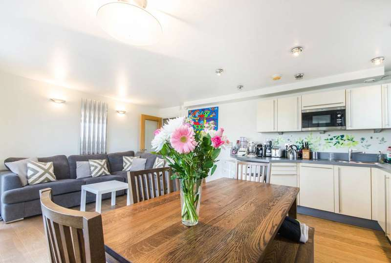 2 Bedrooms Flat for sale in Creek Road, Deptford, SE8