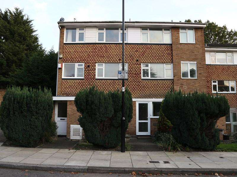 3 Bedrooms Maisonette Flat for sale in The Croft, London