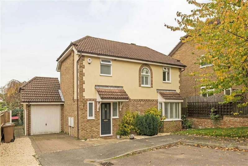 3 Bedrooms Detached House for sale in Mannamead, Epsom, Surrey