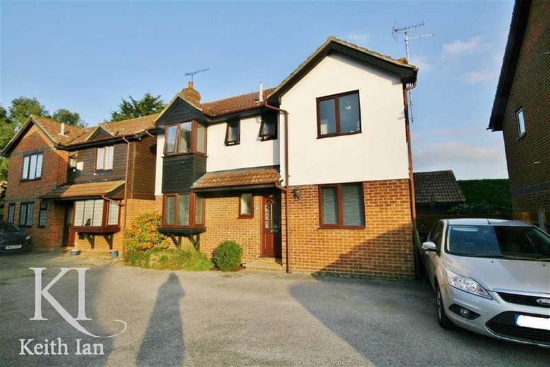 3 Bedrooms Detached House for sale in Girton Court, Cheshunt