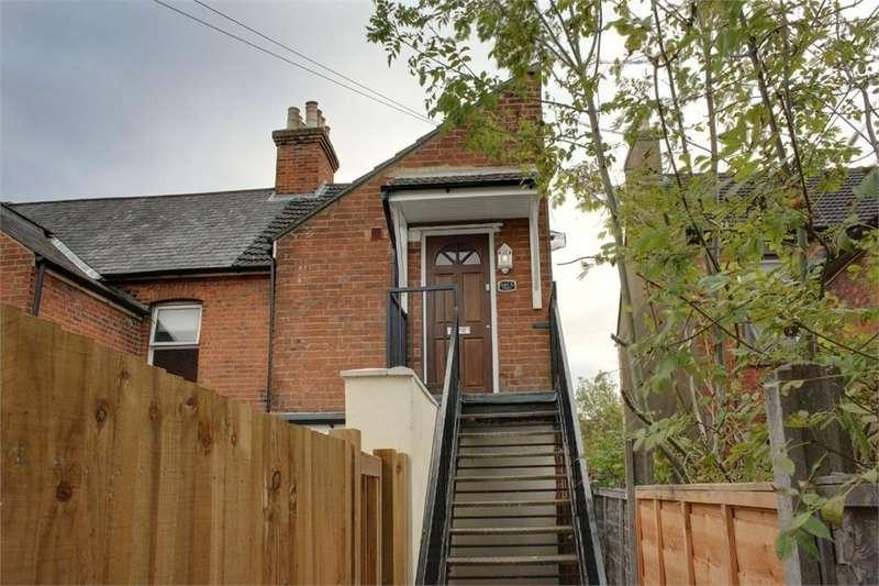 2 Bedrooms Maisonette Flat for sale in Ash Road, Aldershot, Hampshire
