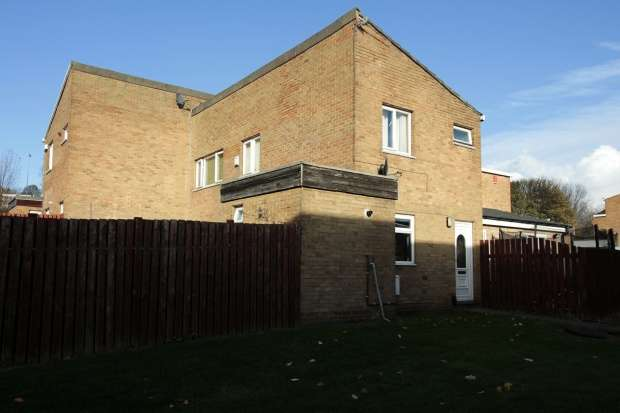 3 Bedrooms Town House for sale in Ribbleton Grove, Bradford, West Yorkshire, BD3 0RH