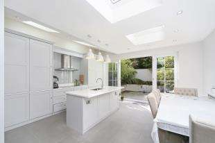 3 Bedrooms Terraced House for sale in Stanley Grove, Battersea, London