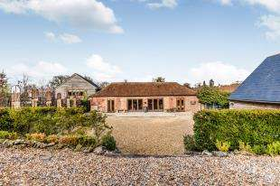 4 Bedrooms Bungalow for sale in Horstedpond Farm, Uckfield, East Sussex