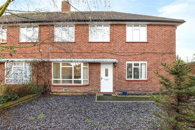 2 Bedrooms Maisonette Flat for sale in Bramble Close, Hillingdon, Middlesex, UB8