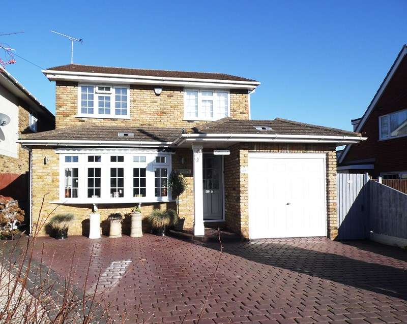 4 Bedrooms Detached House for sale in Ambleside Gardens, Hullbridge