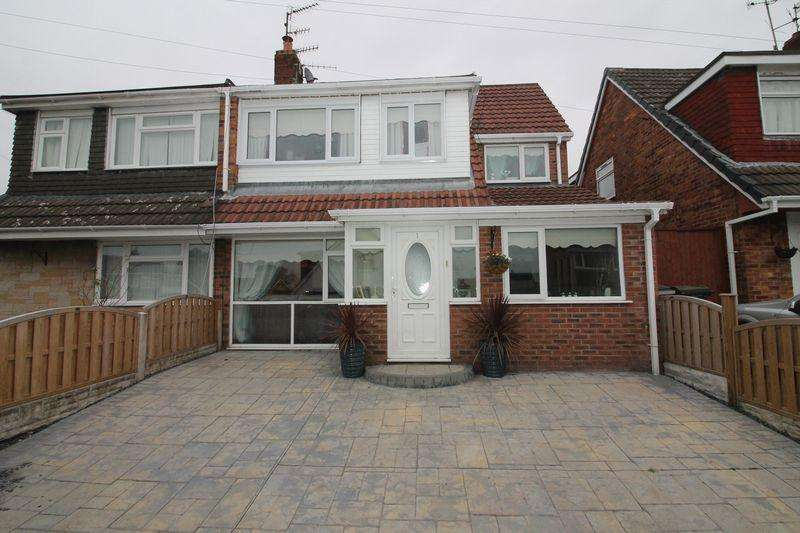 5 Bedrooms Semi Detached House for sale in Pleasington Close, Prenton