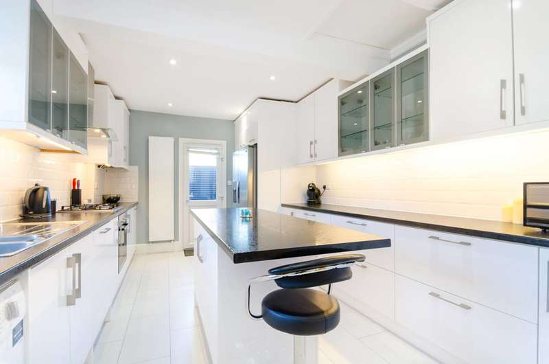 3 Bedrooms Flat for sale in Lower Richmond Road, West Putney, SW15