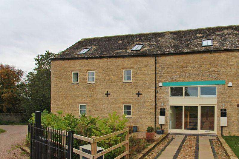 2 Bedrooms Duplex Flat for sale in Chapel Farm Barns, Ashton