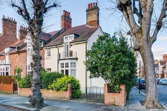 4 Bedrooms End Of Terrace House for sale in Woodstock Road, Chiswick