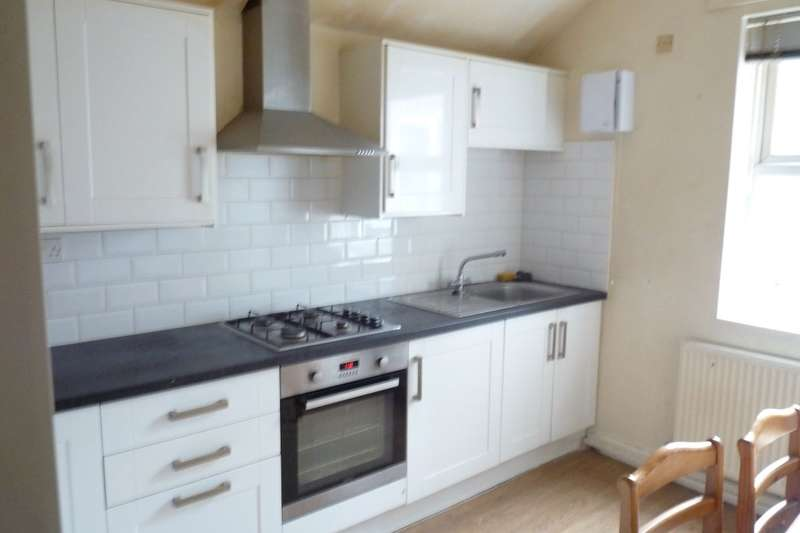 3 Bedrooms Flat for rent in Stratford Road, Birmingham, B11