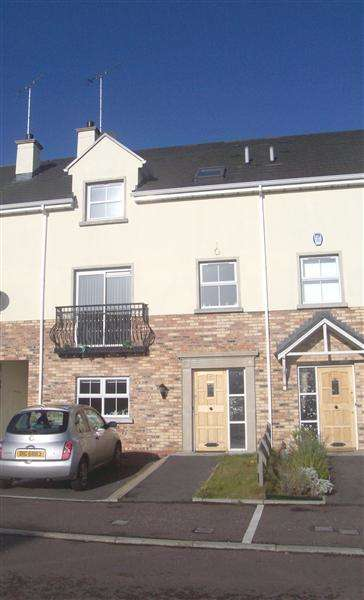4 Bedrooms Terraced House for sale in 43 Featherbed Glade