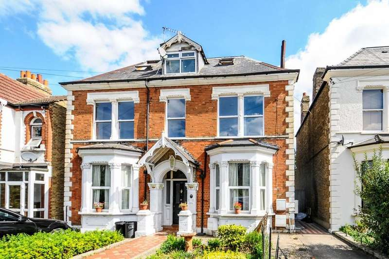 3 Bedrooms Flat for sale in Longley Road, Tooting