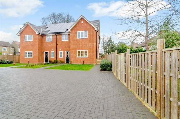 4 Bedrooms Semi Detached House for sale in New North Road, Ilford, Essex