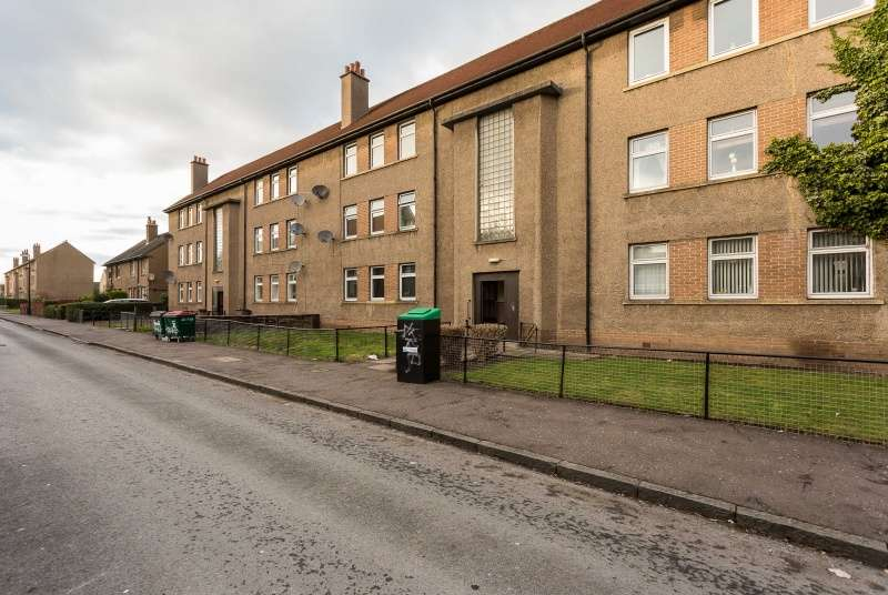 2 Bedrooms Flat for sale in Ballantrae Road, Dundee, DD4 8PN