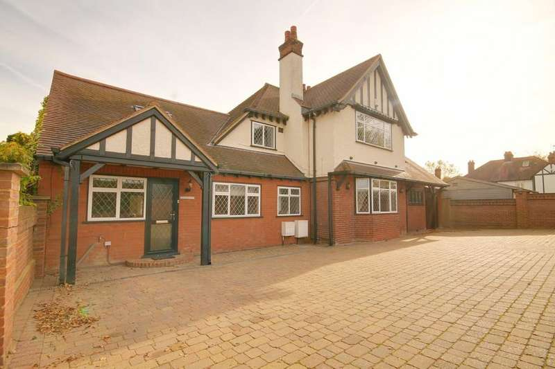 5 Bedrooms Detached House for sale in Albury Walk, Cheshunt