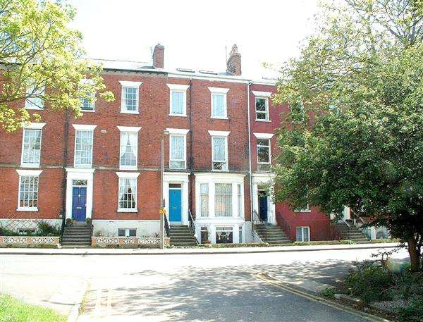 6 Bedrooms Apartment Flat for sale in West Avenue, Filey