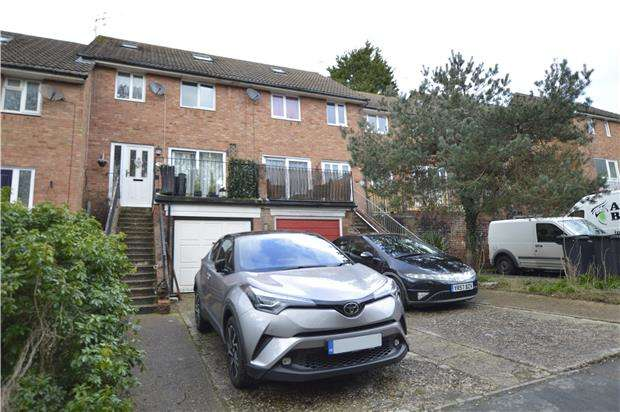 3 Bedrooms End Of Terrace House for sale in Sedlescombe Gardens, ST LEONARDS-ON-SEA, East Sussex, TN38 0YT