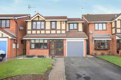 4 Bedrooms Detached House for sale in Fincham Close, Pendeford, Wolverhampton, West Midlands
