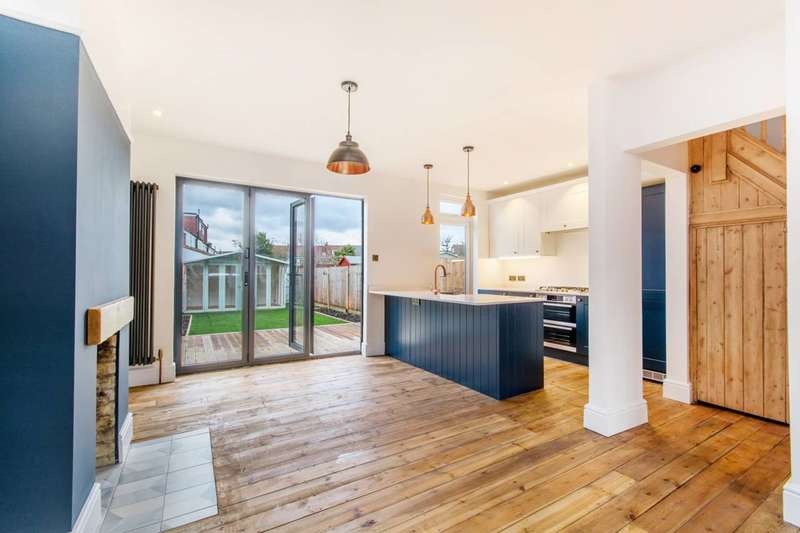 3 Bedrooms Terraced House for sale in Helmsdale Road, Streatham Vale, SW16