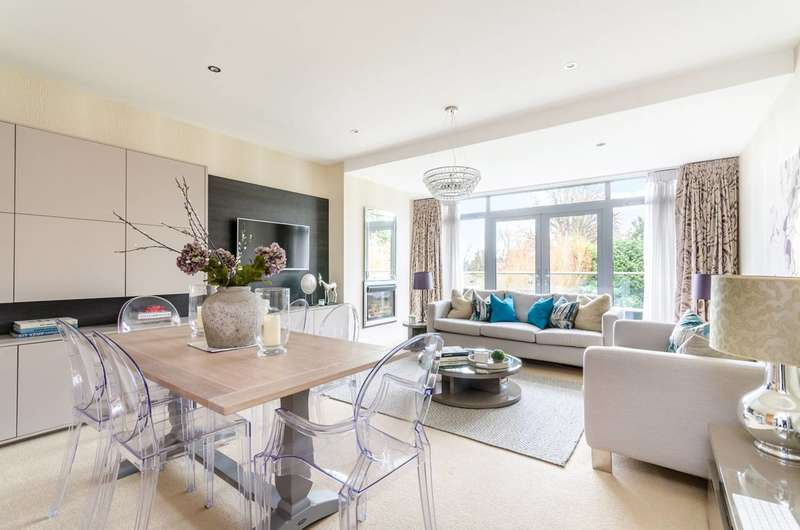 2 Bedrooms Flat for sale in Durham Avenue, Bromley, BR2