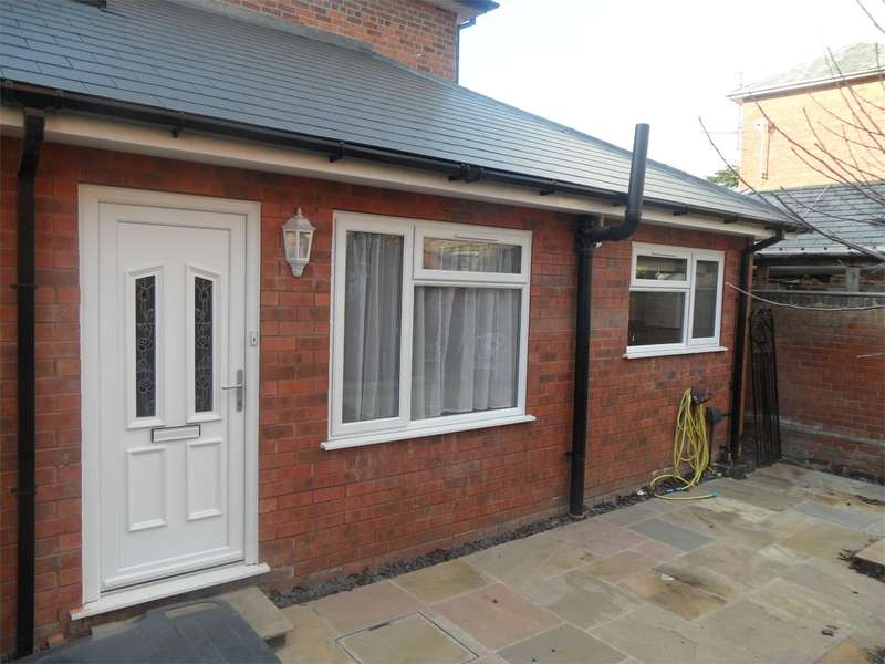 2 Bedrooms Semi Detached House for rent in Church Terrace, St. Johns, Worcester, WR2