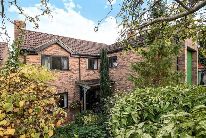 3 Bedrooms Detached House for sale in Brogden Close, West Oxford