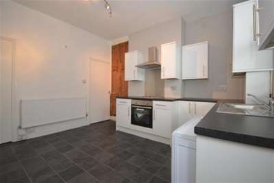 3 Bedrooms Terraced House for rent in Baron Street, Nr City Centre, S1 4TG