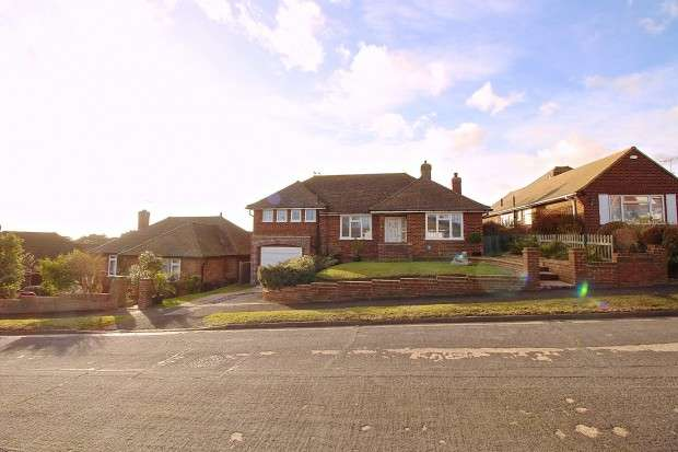 2 Bedrooms Bungalow for sale in Clinch Green Avenue, Bexhill-on-Sea, TN39