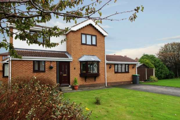 4 Bedrooms Detached House for sale in Lauriston Close, Blackpool, Lancashire, FY4 5NS