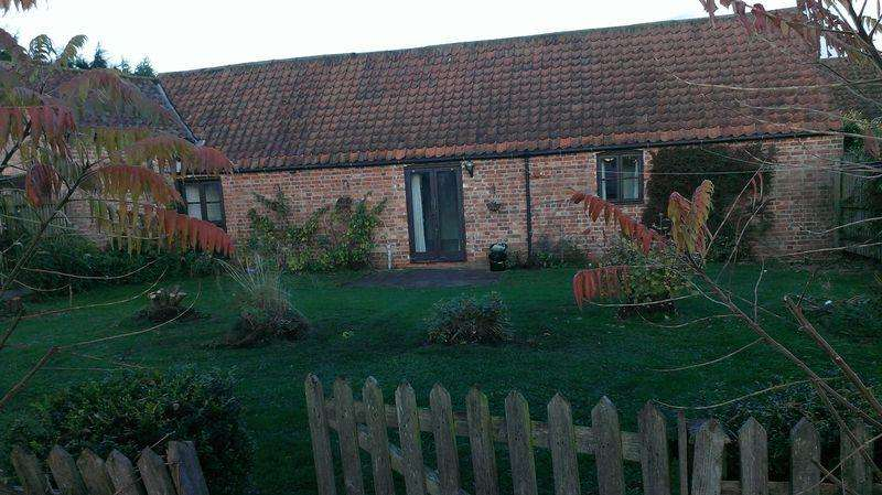 2 Bedrooms Barn Conversion Character Property for rent in Badgers Holt, Walk Farm Barns, Walk Lane, Langton by Wragby, LN8 5PZ