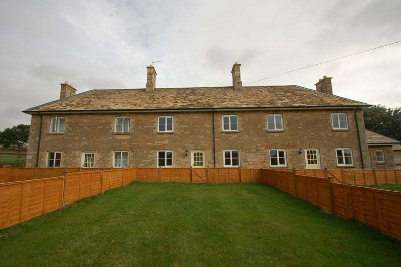 3 Bedrooms Terraced House for rent in Deene, Oundle, PE8