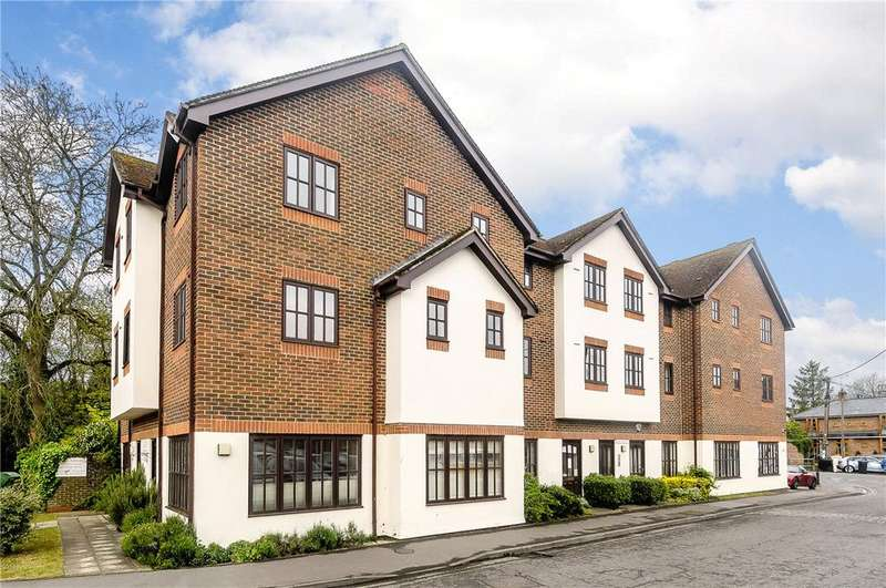 2 Bedrooms Apartment Flat for rent in Old Ford Court, High Street, Pewsey, Wiltshire, SN9