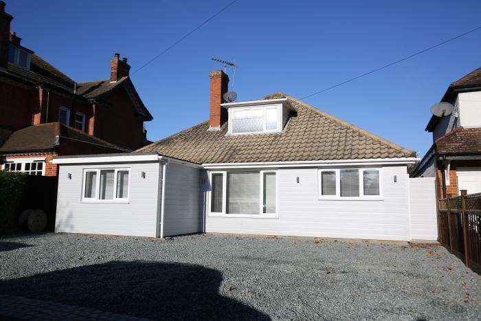 3 Bedrooms Detached Bungalow for sale in BURY LANE, EPPING CM16