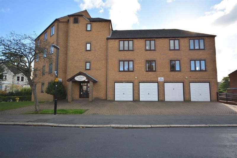 2 Bedrooms Flat for sale in St Helens Crescent, Hastings